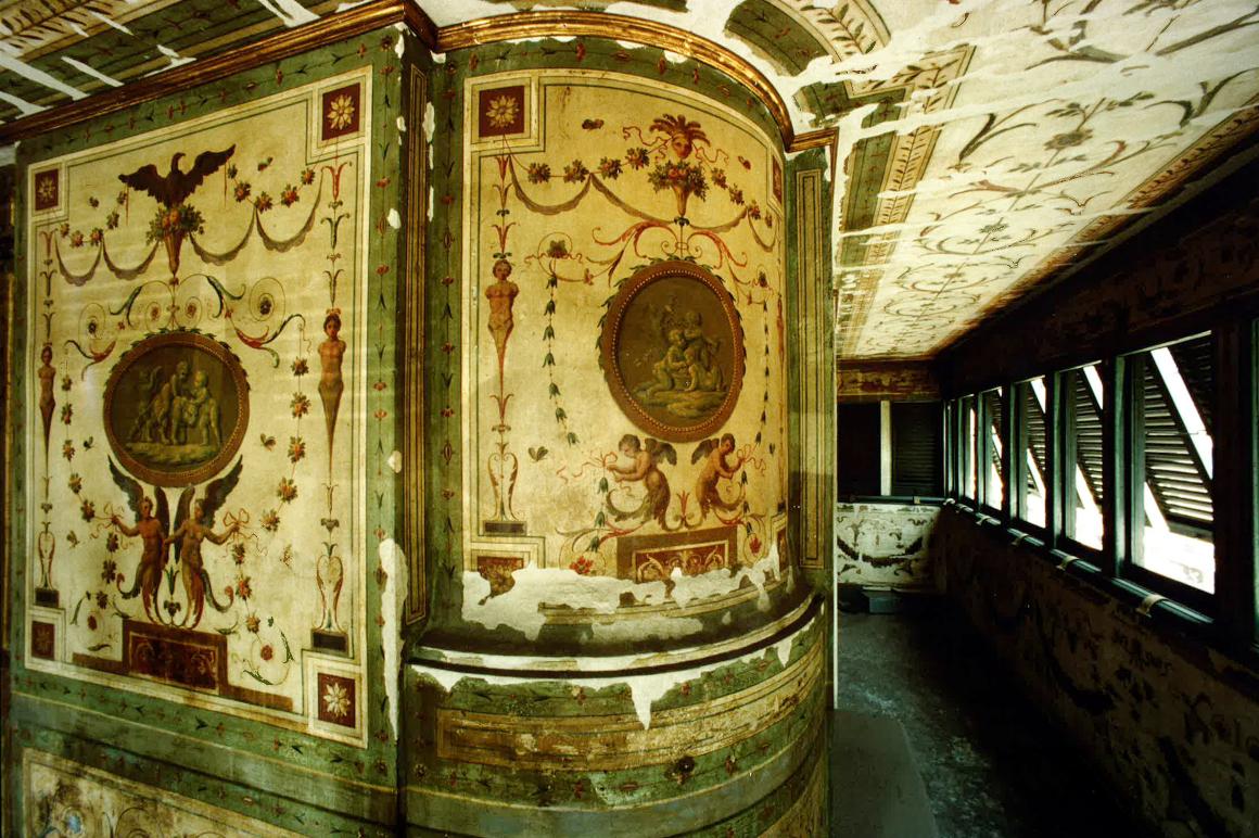 Il balconcino di palazzo Bonaparte durante il restauro