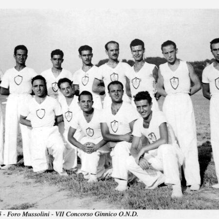 Atleti dell'Opera nazionale dopolavoro Assitalia al foro Italico (Roma, 1935) / g. c. Associazione lavoratori anziani Gruppo Generali di Roma
