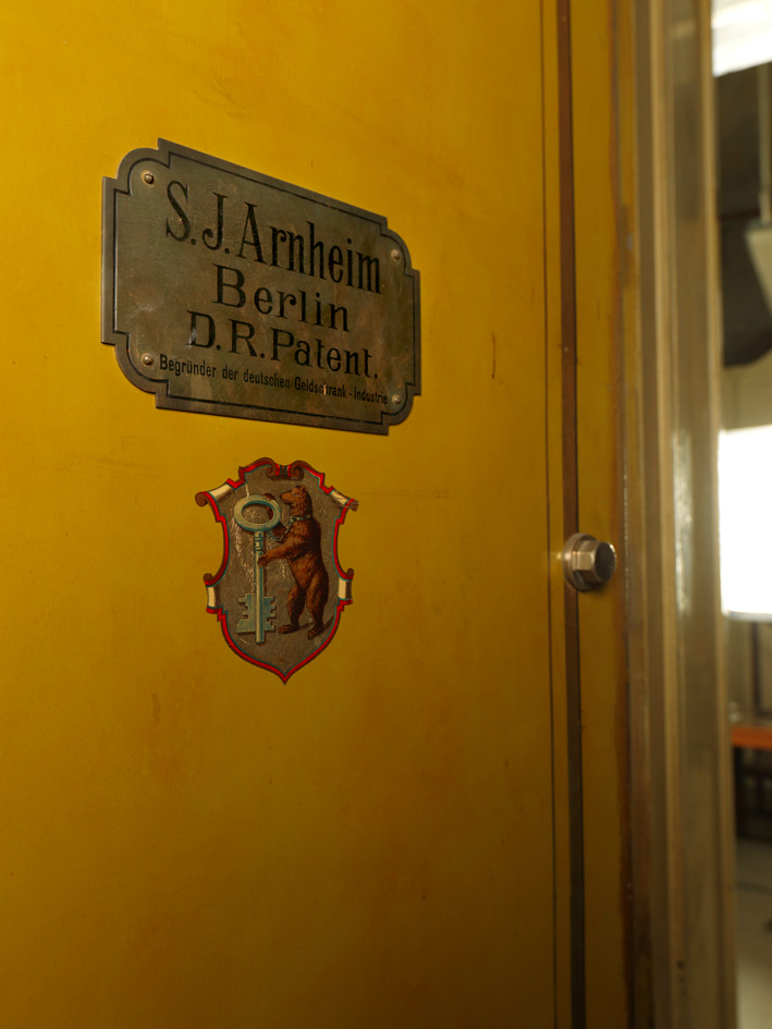 """Porta blindata della """"Cella"""" (Trieste) ph. Duccio Zennaro"""