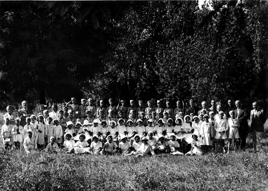 Bambini in colonia estiva in Veneto (Circolo aziendale INA, 1945)