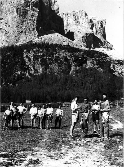 Ragazzi in colonia estiva a Colfosco (BZ) (Circolo aziendale INA, 1956)