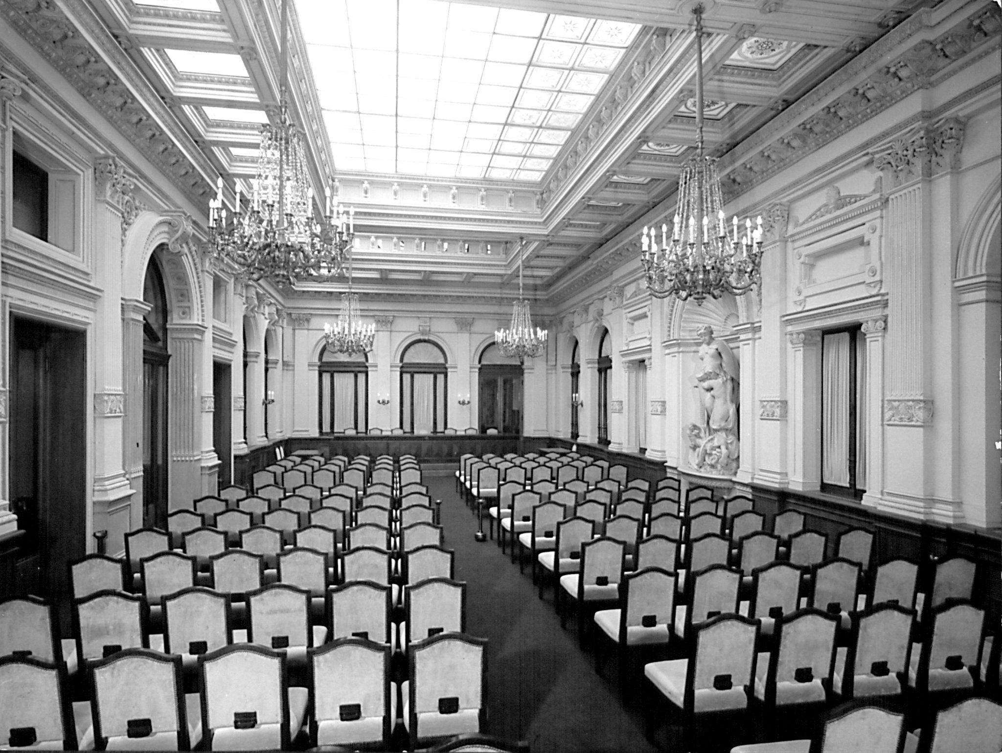Palazzo Geiringer, salone delle assemblee colore (metà anni '60 del xx sec.)