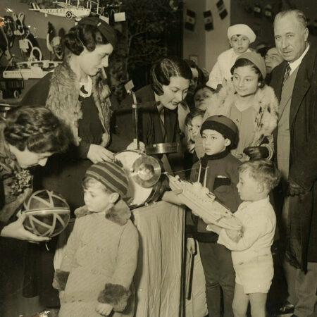 Festeggiamenti della Befana Fascista presso la sede del Dopolavoro aziendale INA (Roma, anni trenta del XX sec.)