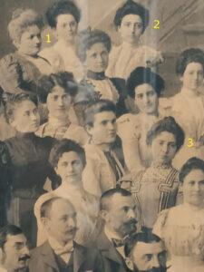 The staff of the Budapest branch portraied in a photograph donated to Secretary General Edmondo Richetti (Budapest, 1899), detail of Eugenie Aurada (1), Helene (2) and Flóra Pólya (3)