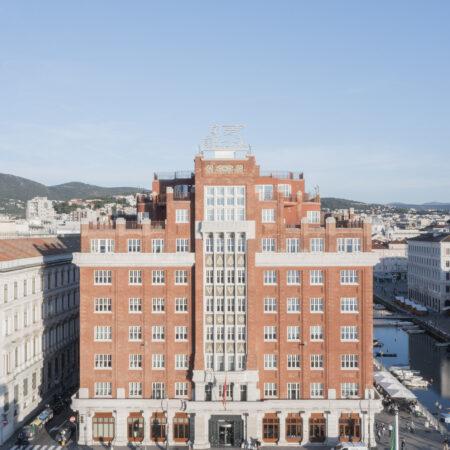 Palazzo Berlam, facciata sulle rive della città / ph. Schirra/Giraldi
