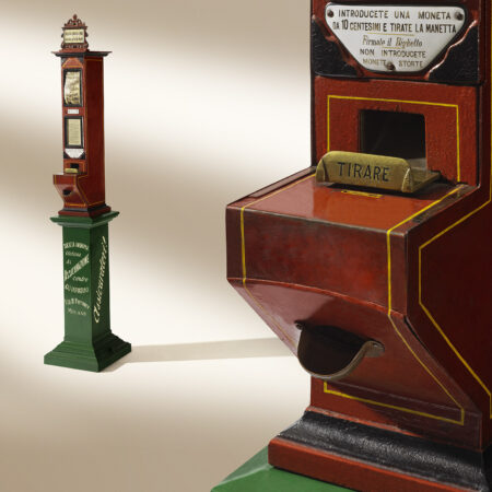 Automatic travel policy vending machine (1898) / ph. Massimo Gardone